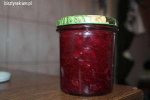 Słodko-kwaśna sałatka z buraczków ćwikłowych z papryką