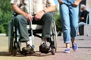 Pomagasz niepełnosprawnym? A może znasz kogoś, kto pomaga? Złóż wniosek o przyznanie nagrody