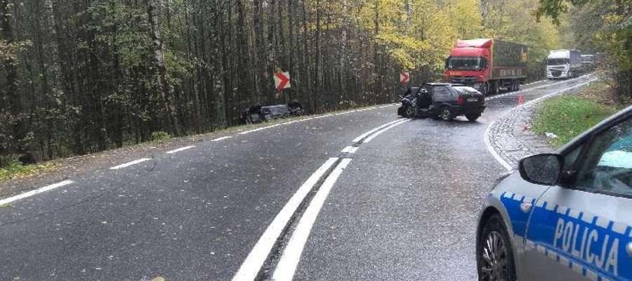 Dwie osoby ranne w zderzeniu dwóch osobówek na DK 59