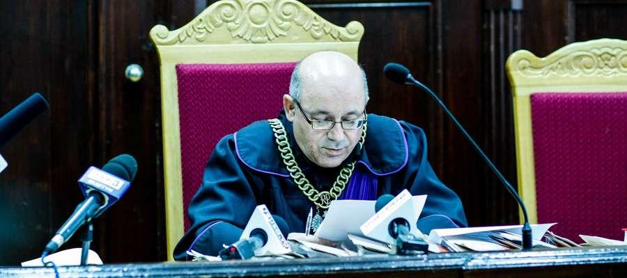 Sędzia Władysław Kizyk podczas odczytywania wyroku