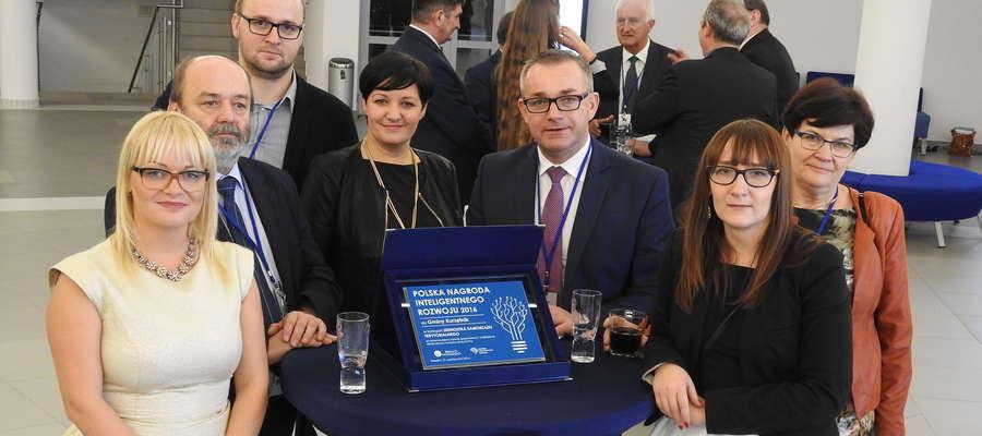 Reprezentacja Gminy Kurzętnik po gali z Polską Nagrodą Inteligentnego Rozwoju