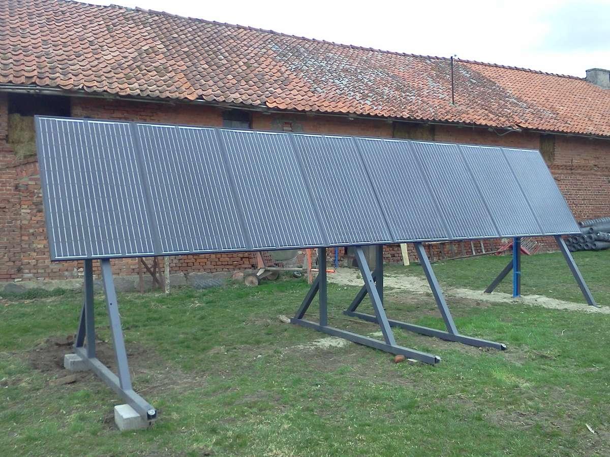 Zwiększenie efektywności energetycznej możemy osiągnąć m.in. poprzez działania takie jak termomodernizacja budynków, wymiana źródeł ciepła na bardziej efektywne, czy instalacje odnawialnych źródeł energii. Fotowoltaika w gospodarstwie pod Braniewem