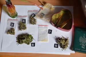 Nielegalne papierosy, marihuana i amfetamina na jednej posesji