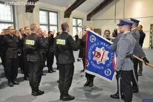 Czterdziestu nowych policjantów w regionie. Dziś ślubowali w Olsztynie