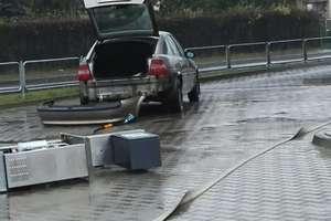 Roztargniony kierowca wyrwał dystrybutor gazu. Groźny wyciek propan-butanu sparaliżował osiedle