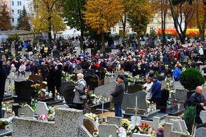 Tysiące zniczy zapłonęło na cmentarzach w Nowym Mieście
