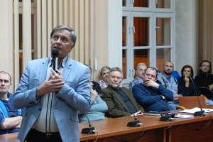 Mieszkańcy os. Piastowskiego nie chcą przenosin boiska. Burmistrz (z bólem) przychylił się do ich wniosku [RELACJA, ZDJĘCIA]