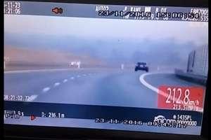 Poniosła go prędkość. Pruł ponad 210 km/h drogą pod Ostródą [FILM]