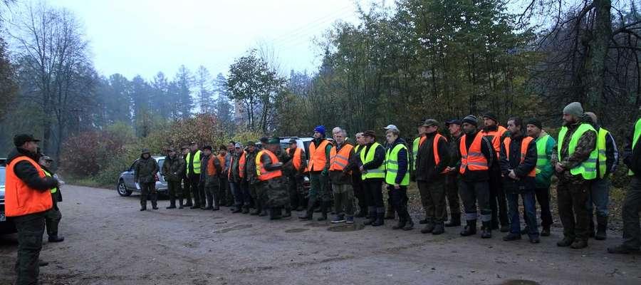 W liczeniu dzików wzięli udział leśnicy, myśliwi, pracownicy jednostek podległych ministerstwom rolnictwa i spraw wewnętrznych i administracji, także przedstawiciele zakładów usług leśnych, izb rolniczych, studenci, a nawet żołnierze