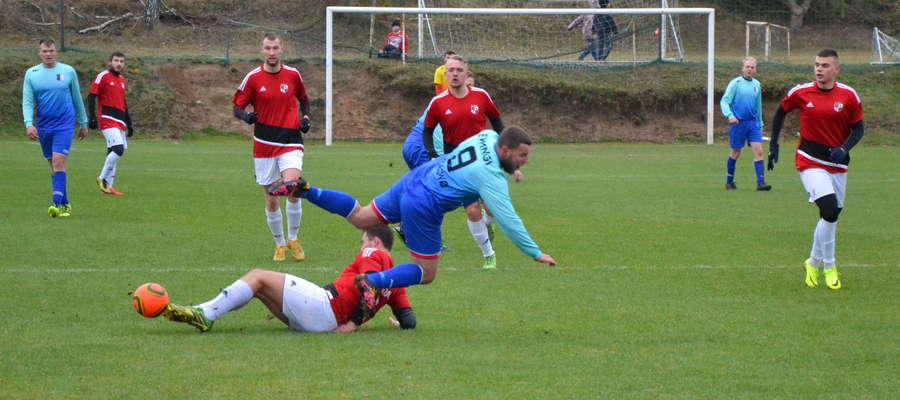 Piłkarze Kormorana Zwierzewo w ostatnim tegorocznym meczu pokonali u siebie Ewingi Zalewo