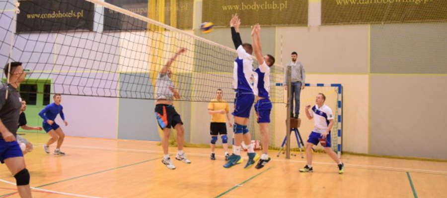 W amatorskiej I lidze siatkówki o mistrzostwo Ostródy walczy siedem drużyn