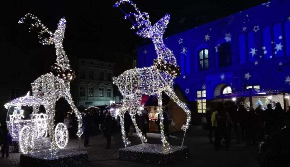 Warmiński Jarmark Świąteczny: Będzie wielka choinka i tradycyjne stoiska, ale zabraknie lodowych rzeźb - full image