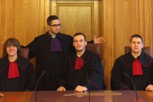 Maturzyści w nowomiejskim sądzie