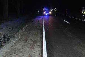 Miał 5,5 promila alkoholu w organizmie i spał na drodze przysypany śniegiem. Policjanci uratowali mu życie