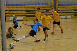 Piłkarze morąskiego Huraganu najlepsi w halowym turnieju 11-latków [ZDJĘCIA]