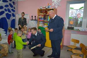 Przedstawiciele zakładu karnego odwiedzili Przedszkole Gminne Nr 1