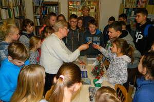 Uczniowie z Galin na trasie wędrówki Stasia i Nel