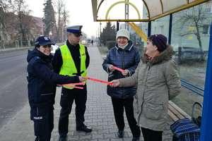 Odblask ratuje życie - z taki hasłem policjanci zwracali się do mieszkańców powiatu działdowskiego