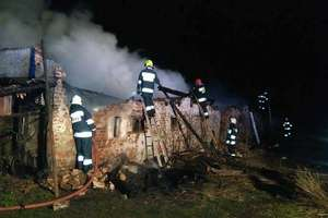 W nocy walczyli z pożarem budynku w Wojkowie
