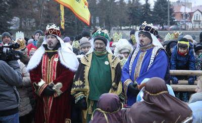 Trzej Królowie w orszaku