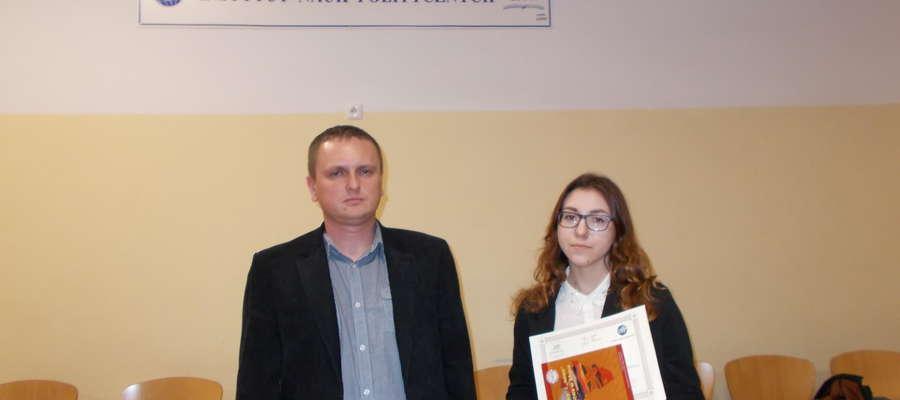 Monika Jaroszewska oraz Jarosław Puszko, który przygotowywał uczennicę do olimpiady