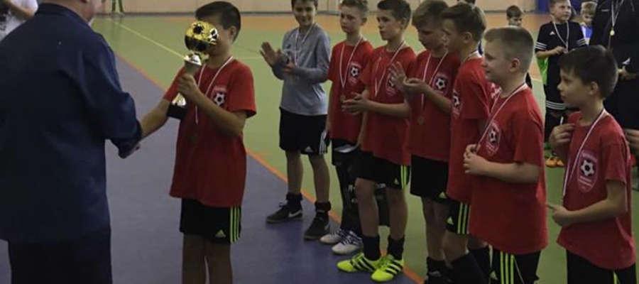 Drużyna orlików AP Ostróda wygrała Turniej Mikołajkowy w Barczewie