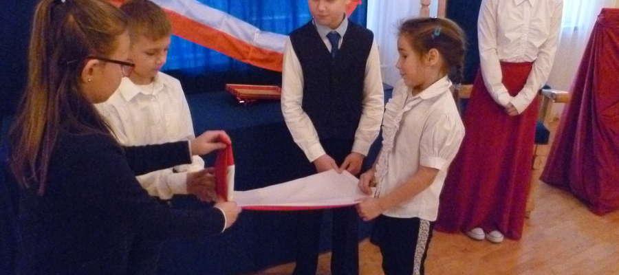 98. urodziny Polski w Szkole Podstawowej w Nowicy