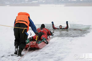 Przed feriami przyjdż na pokaz ratownictwa lodowego i medycznego