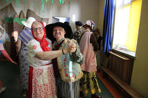 Podopieczne DPS w Bisztynku przebrały się za babcie i dziadków