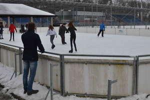 Polecamy jazdę na łyżwach na stadionowym lodowisku przy ul. 3 Maja