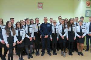 Uczniowie odwiedzili szczycieńskich policjantów