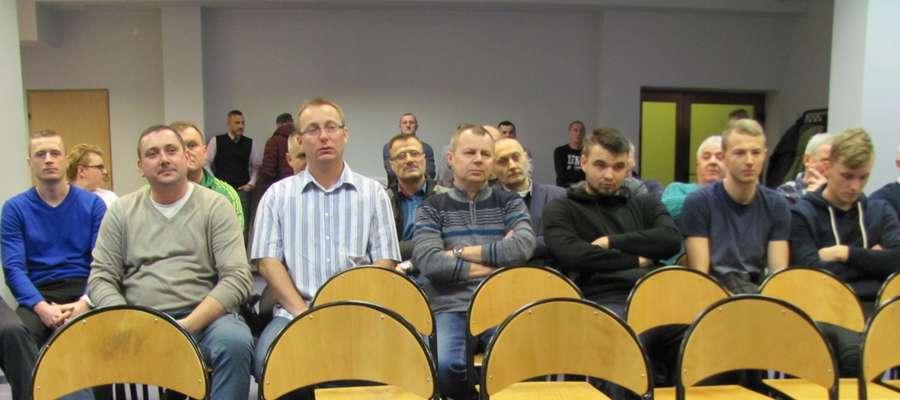 Członkowie MKS Zatoka i sympatycy w sali BCK