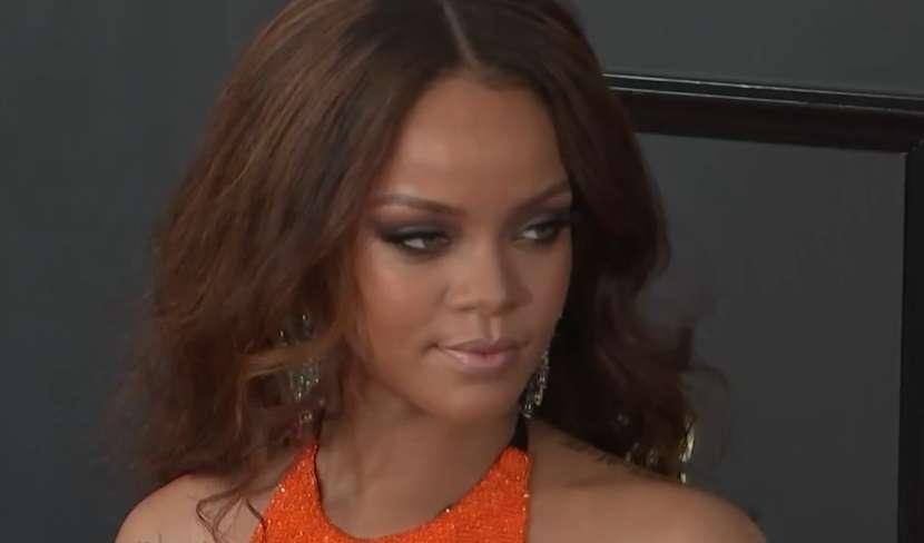 Wyjątkowa kreacja Rihanny podczas rozdania nagród Grammy - full image