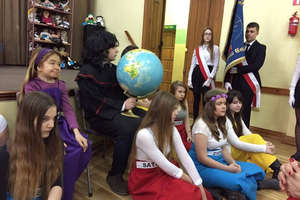 Święto szkoły w iławskim Koperniku. Nie zabrakło zbiórki pieniędzy dla dzieci z Afryki [ZDJĘCIA]