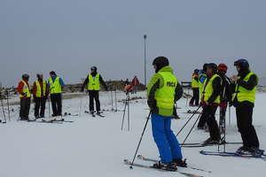 Mundurowi na nartach i konkurs dla najmłodszych