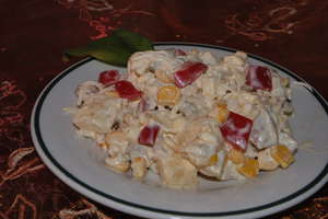 Sałatka z kurczakiem, ananasem i selerem