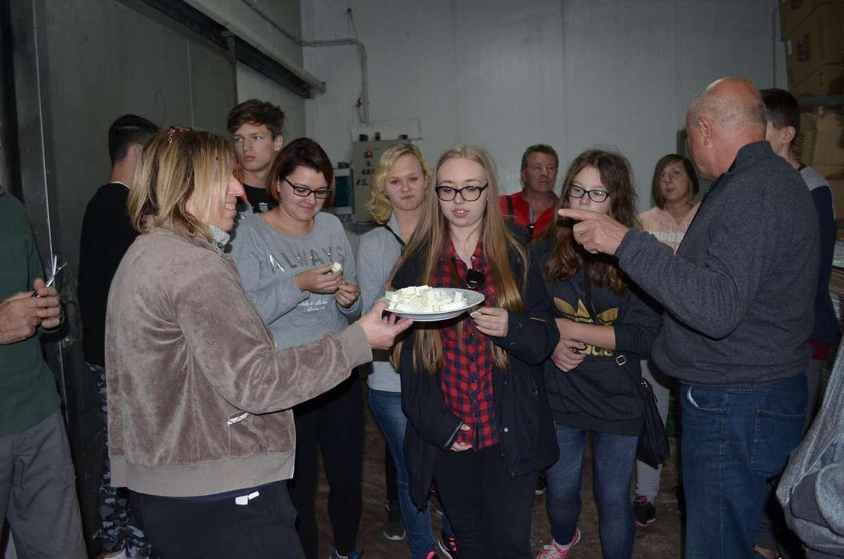 Podczas pobytu w Grecji młodzież odwiedziła wytwórnię sera feta