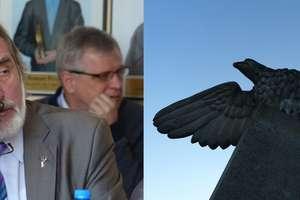 Radny Burdyński chce likwidacji pomnika orła na iławskim stadionie