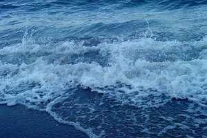 Policjant z Nidzicy rzucił się do morza, aby ratować tonącego 17-latka