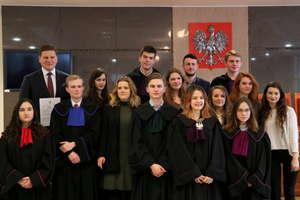 Licealiści w sądzie na Dzień Edukacji Prawnej