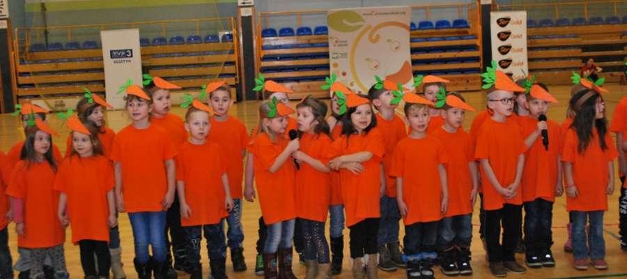"""Najlepszą w kategorii wiekowej """"Marchewki"""" była drużyna ze Szkoły Podstawowej nr 2 w Ostródzie, natomiast w kategorii """"Jabłuszka"""" wygrała drużyna ze Szkoły Podstawowej w Bartach"""