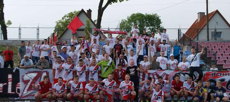 Tak latem świętowano w Reszlu awans do IV ligi. Czy w czerwcu nastroje będą podobne? Pierwszy mecz już w sobotę.