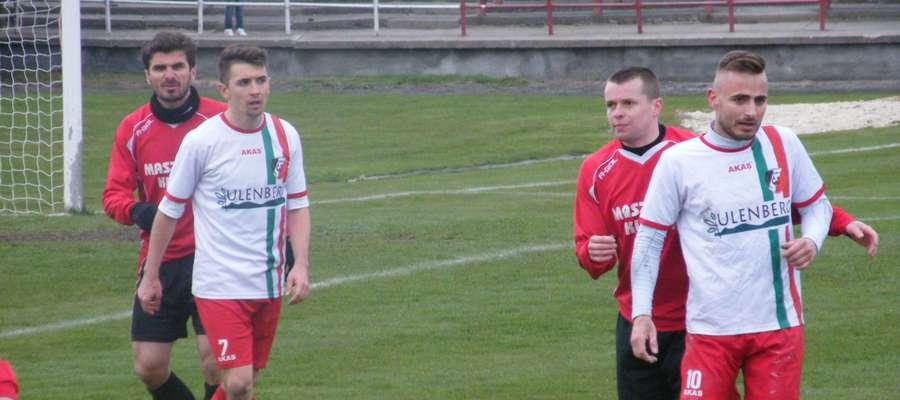 Marcin Śniegocki (pierwszy z prawej) powrócił do zespołu po kontuzji i zdobył już w pierwszym ligowym meczu bramkę