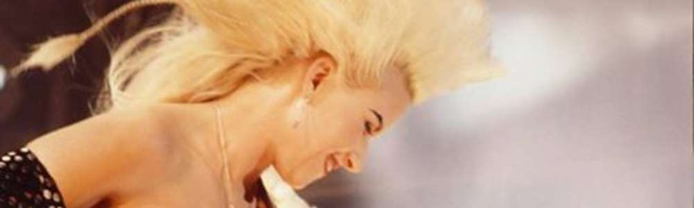 Jennifer Batten w hołdzie Michaelowi Jacksonowi