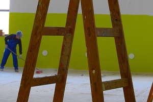 Ostatnie prace przy hali sportowej w kurzętnickim ZSZ