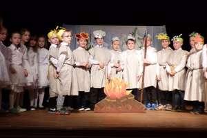 Przedszkolaki rozwijały aktorskie talenty na scenie ostródzkiego Zamku