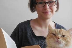 Fotel, herbata, koty i dobra książka