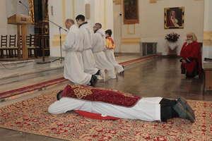 Wielki Piątek. Liturgia Męki Pańskiej w kościele w Bisztynku