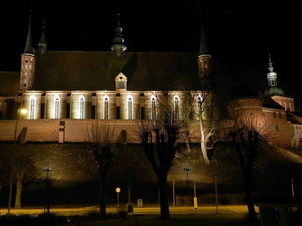 Wzgórze Katedralne nocą - full image