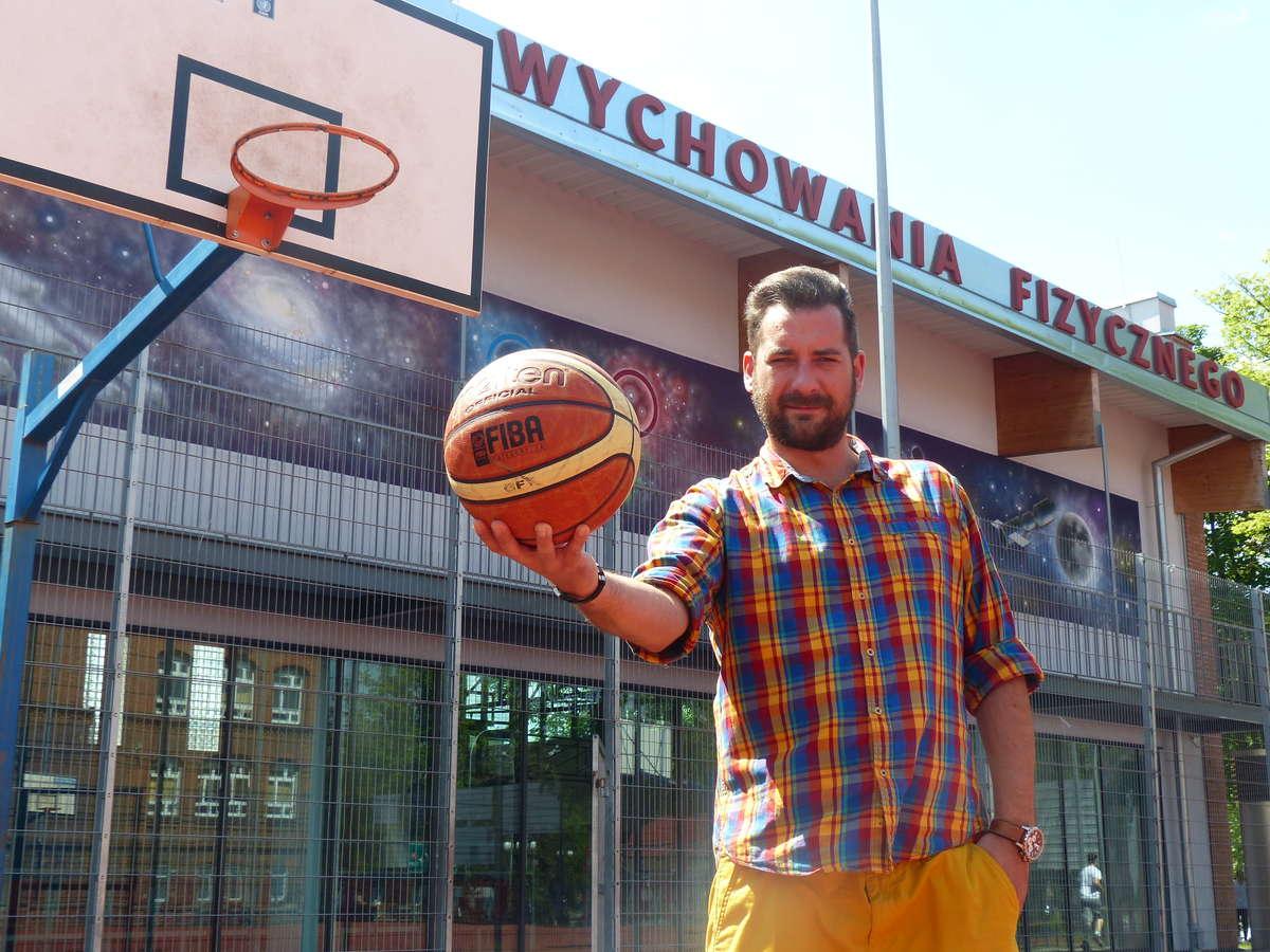 — W Broken Ball koszykówka ma być najważniejsza — mówi Tomasz Woźniak, który na tegoroczny turniej zaprasza do gimnazjum nr 1 w Iławie - full image